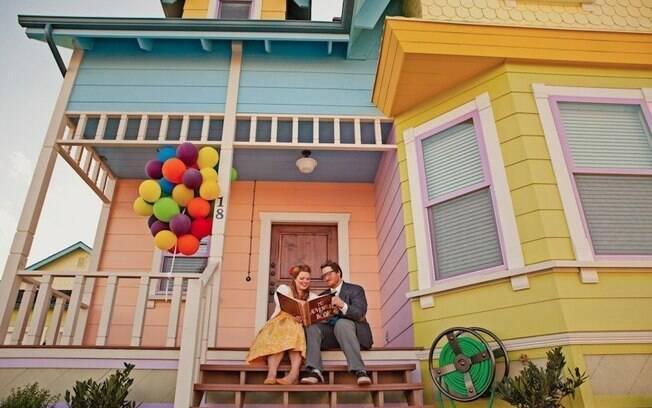 Lisa e Geoff caracterizados como Ellie e Carl, o casal protagonista de