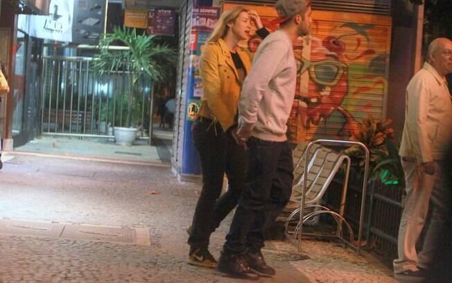 Luana Piovani e Pedro Scooby circularam pelo Rio de Janeiro um dia antes do casamento
