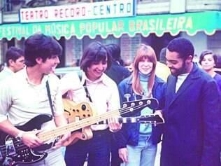 Carreira. No início dos Mutantes, Sérgio Dias, Arnaldo Baptista, Rita Lee e o padrinho Gilberto Gil