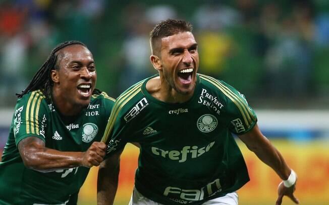 Rafael Marques comemora um de seus dois gols no clássico entre Palmeiras e São Paulo