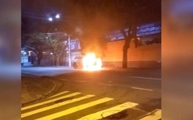 Homem é preso após incendiar carros em Campinas 'em nome de Deus'