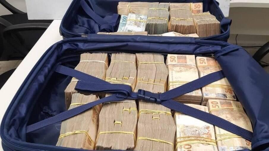Mulher diz que havia recebido dinheiro pela execução de um trabalho