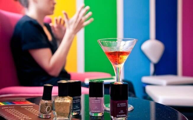 Bebidas, esmaltes importados e serviços especializados compõem o cardápio