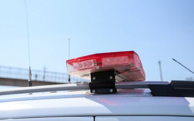 Motociclista morre após bater na traseira de caminhão na Bandeirantes