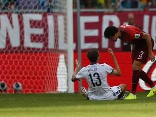 Depois de ver Müller caído no gramado, Pepe foi 'tirar satisfação' e acabou sendo expulso