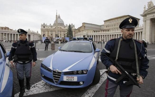 Itália prende suposto terroristas e evita ataque no Vaticano
