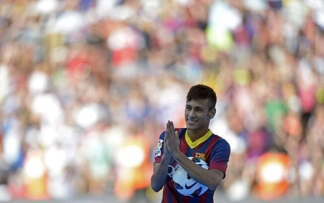 Neymar assinou contrato de cinco anos com o  Barcelona