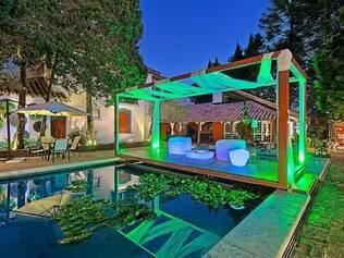 Área da piscina foi projetada pela dupla <MC0> Clarissa Roscoe Betônico e Lucas Cotta Dinardi