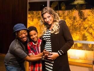 Mart´nália, Gabriel Lima e Luma Costa, que está grávida de 7 meses