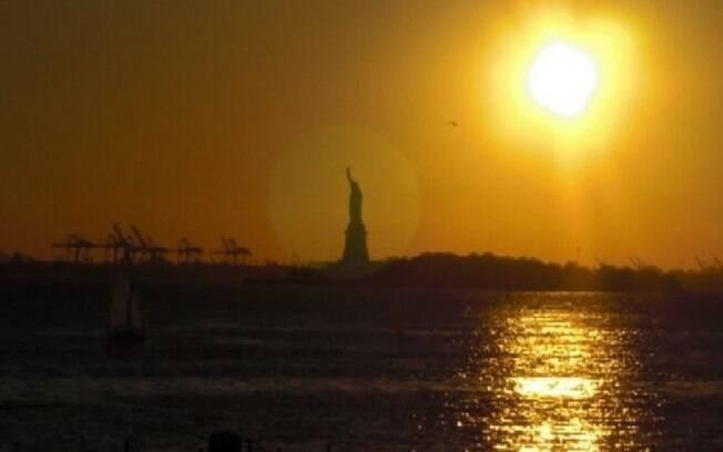 Pegue a balsa pública para ter uma bela vista da Estátua da Liberdade
