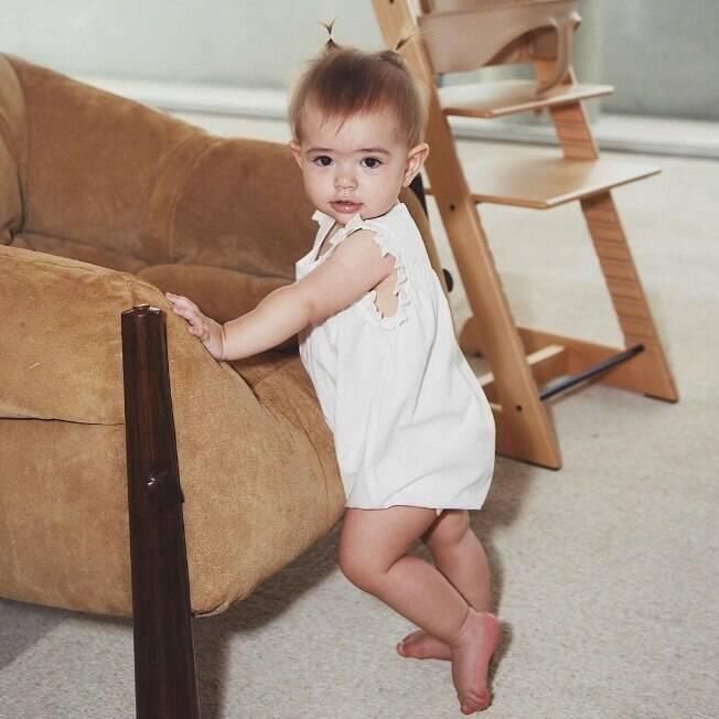 Sabrina Sato posta foto de Zoe em pé