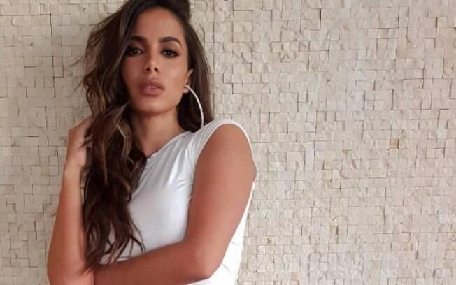 Anitta contou novidades do próximo single no programa