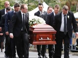 Amigos e personalidades, como primeiro-ministro da Austrália, Tony Abbott acompanharam o velório de Hughes