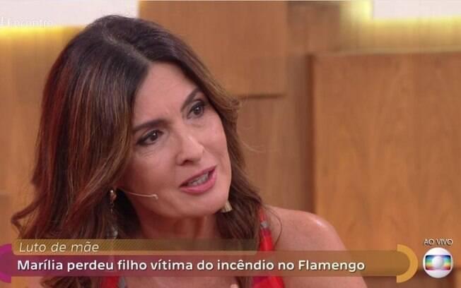 Fátima Bernardes chora com mãe de vítima da tragédia do Flamengo
