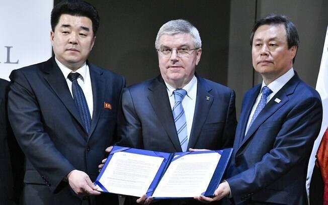 Representantes da Coreia do Norte e do Sul se reuniram com o presidente do COI, Thomas Bach, em Lausanne, na Suíça