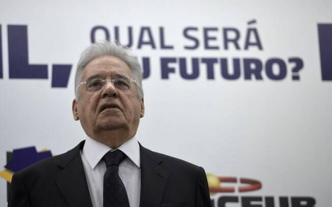 O ex-presidente Fernando Henrique Cardoso atacou Lula e o governo da presidente Dilma no Facebook