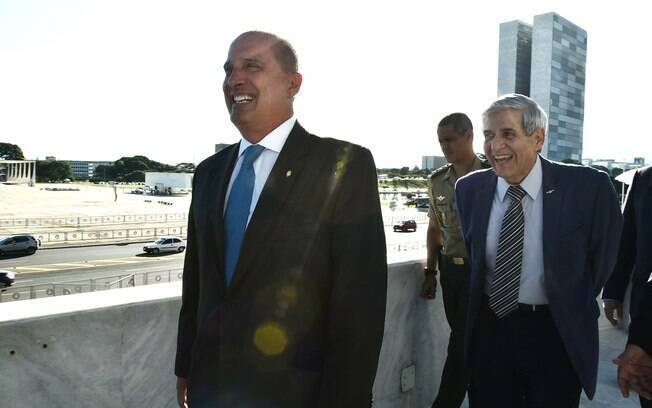 Ministros Onyx Lorenzoni (Casa Civil) e General Heleno (GSI) são homens-fortes de Bolsonaro