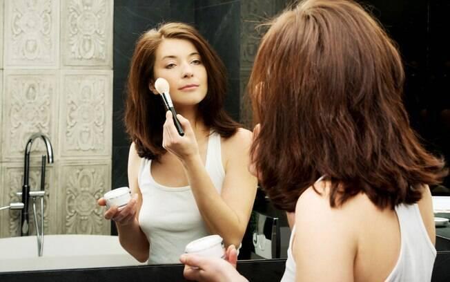 Entre os cosméticos multifuncionais mais populares está o BB Cream, cujo objetivo é tornar a rotina de beleza mais prática