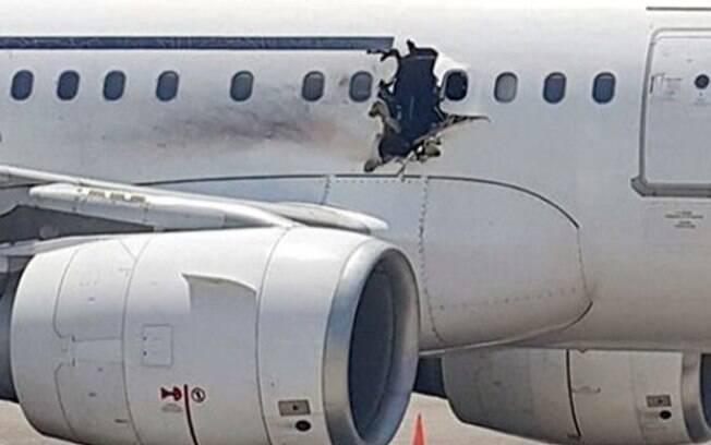Avião fez pouso de emergência na Somália depois de explosão deixar buraco na fuselagem