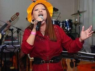 Sueli tentava comprar uma casa no Japão mesmo, mas ficou doente e agora começou a carreira de cantora