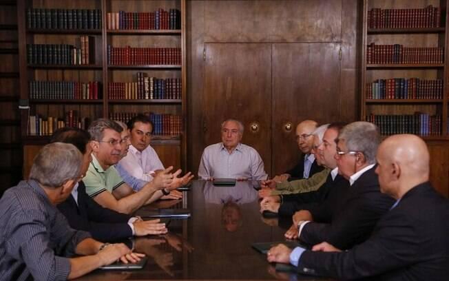 Michel Temer se reúne com integrantes do governo e da base aliada na noite deste domingo (16/04/2017)