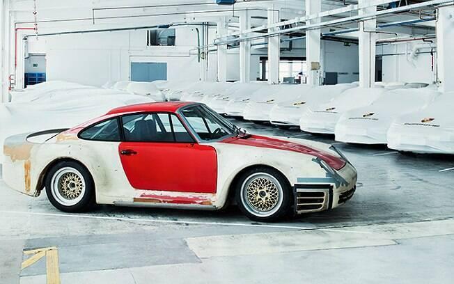 Porsche 959 fabricado em 1982 e capaz de chegar a 315 km/h