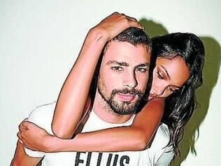 Cauã Reymond é a estrela da campanha de verão da Ellus e posou ao lado da top Lais Ribeiro
