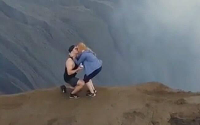 O casal deixou a internet impressionada ao postar o vídeo do pedido de casamento no Instagram