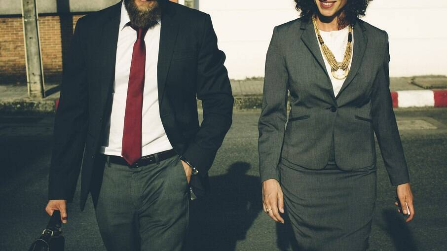 Senado aprovou multa a empresas que pagarem salários diferentes a homens e mulheres com cargos iguais