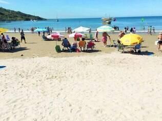 Ressaca. Praia do Morro teve pouco movimento, durante o Carnaval, uma cena bem diferente dos anos anteriores