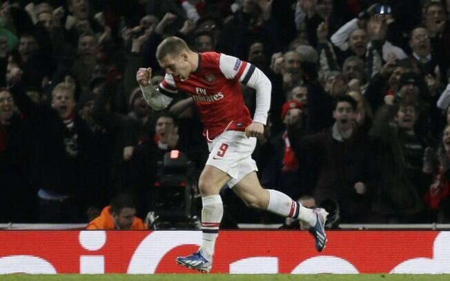 Podolski vibra após descontar para o Arsenal