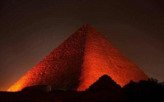 Com a tomografia de Muon, cientistas detectaram  estrutura  dentro da pirâmide,  o que acreditam ser o 'trono alien' de Khufu