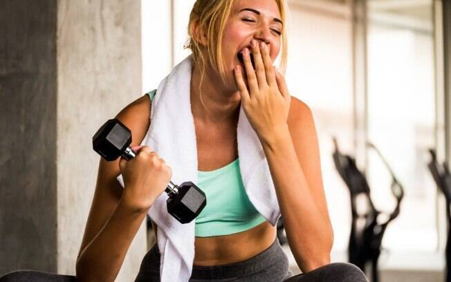 As dores musculares podem tirar a motivação para malhar, mas ficam sem se exercitar pode te deixar mais cansada