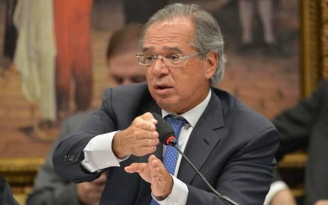 A antecipação dos recursos do pré-sal serviria para aliviar a situação de estados em forte crise financeira, como Rio e Minas