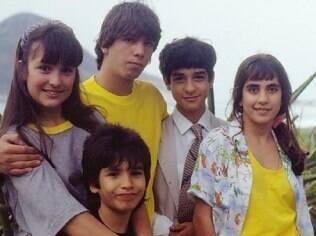 Os cinco filhos de Gaspar: Olívia (Gabriela Duarte), Elvis Presley (Marcelo Faria), Ringo Starr (Henrique Faria), Jane Fonda (Carol Machado) e John Lennon (Igor Lage)