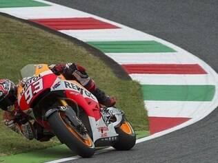 Márquez  cravou 1min48s386 neste primeiro treino do dia com a sua Yamaha e ficou logo à frente do italiano Valentino Rossi