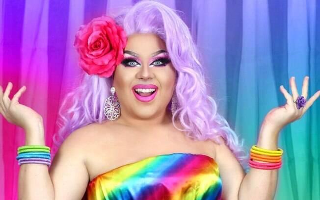 Kitana Dreams é uma drag queen surda, youtuber e maquiadora
