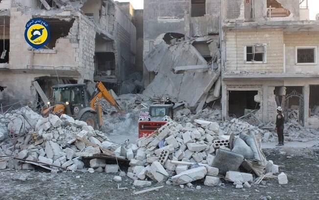 Cidade de Alepo, na Síria, está em ruínas em razão dos bombardeios entre o regime de Bashar Al-Assad e opositores