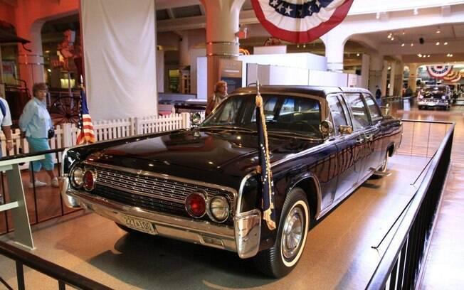 Lincoln Continental Presidencial de 1961, modelo SS-100X, é uma das atraçõeshistóricas do Museu Ford na cidade de Dearborn