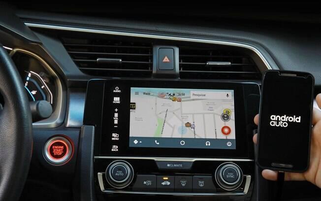 No sistema multimídia do Honda Civic agora é possível acessar o Waze como sistema de navegação