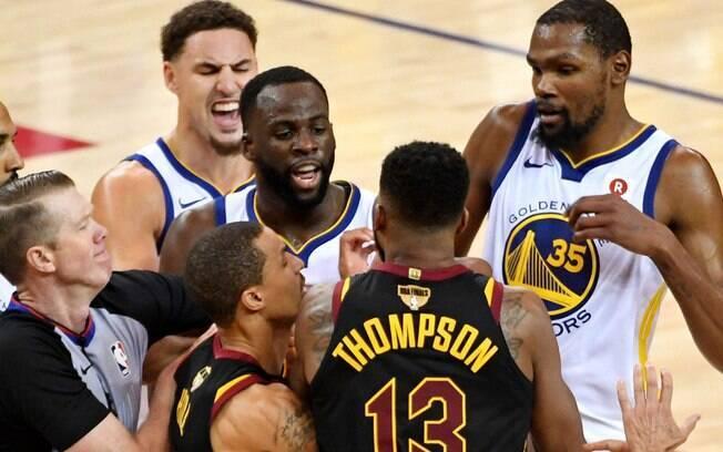 Tristan Thompson e Draymond Green se desentenderam nas finais da NBA e levaram a briga para fora das quadras
