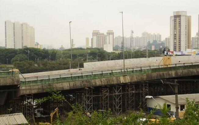 Viaduto cedeu dois metros na Marginal Pinheiros, em São Paulo