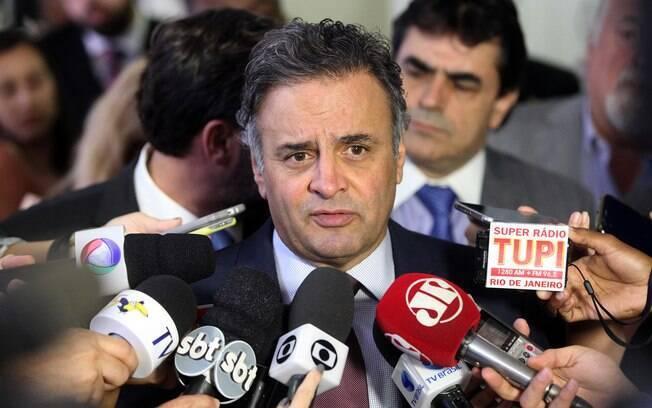 A presidente não tem mais as condições mínimas de recuperar a economia do País, afirma Aécio