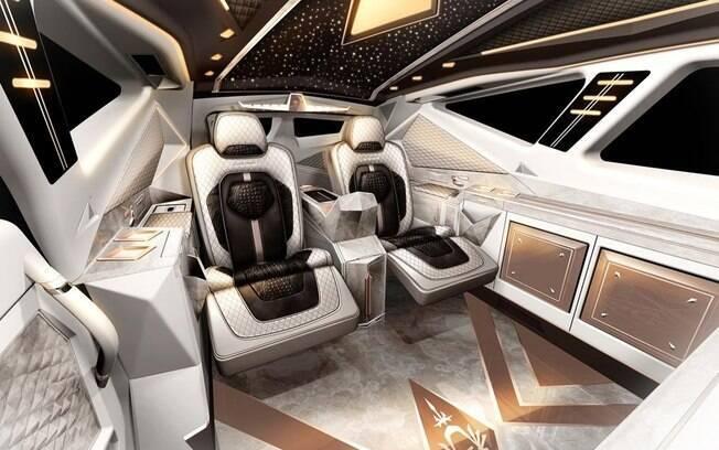 No SUV mais caro do mundo há espaço de sobra, o teto parece estrelado e há luxos como máquina de café expresso
