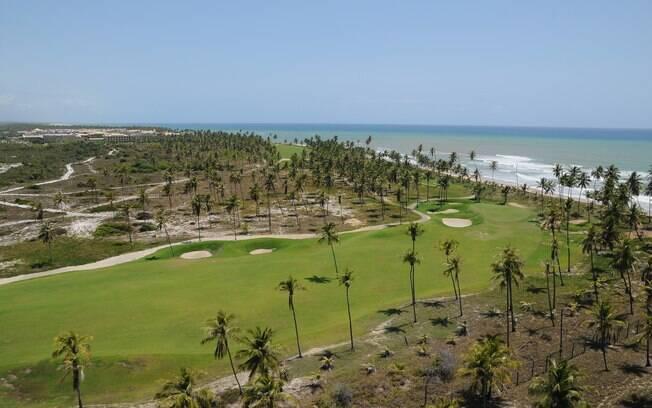 Campo de golfe da Iberostar, na Praia do Forte, conta com 18 buracos