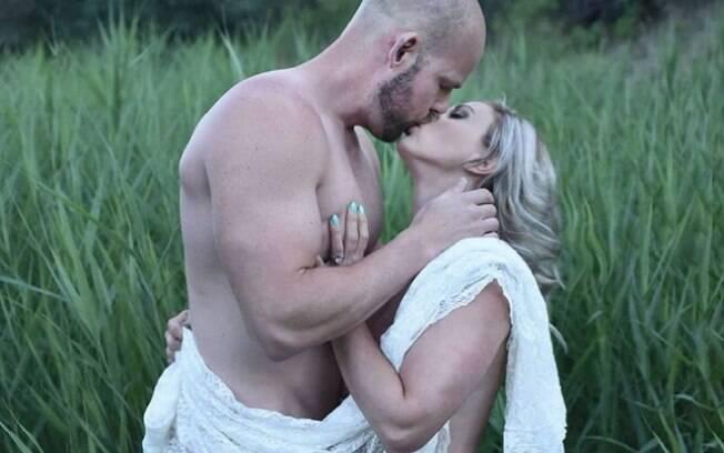 A 'monogamia aberta' também incentiva o nudismo e a positividade sexual
