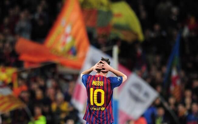 Mas ele errou pênalti e, no final, o  Barcelona foi eliminado pelo Chelsea. Messi ainda  foi vice do Espanhol e só faturou um título com a  equipe em 2012