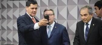 Comissão vota parecer que pede o impeachment de Dilma nesta sexta-feira