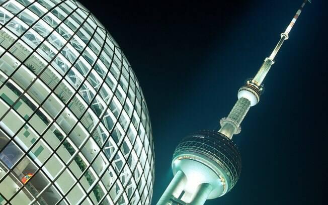Oriental Pearl Tower tem 468 metros de altura