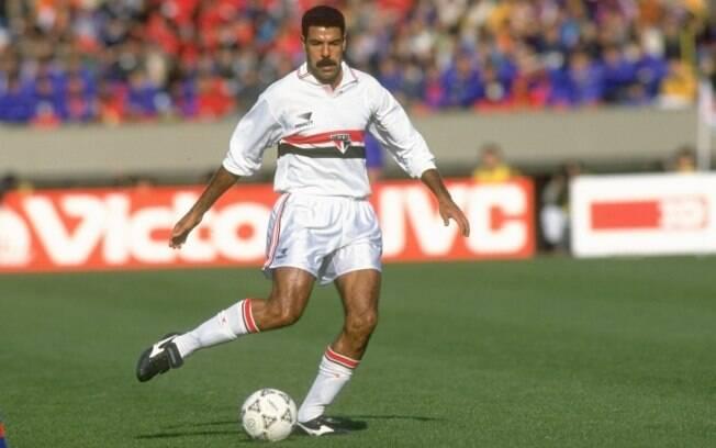 Cerezo em ação pelo São Paulo, com 37 anos.  Ele se aposentou aos 42, no Atlético-MG